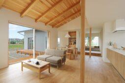 【守山市/新築】プライベートなお庭を楽しむ、L字縁側のある平屋建てのお家