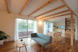 滋賀県大津市/池の畔でアウトドアな暮らしとともに、 家族の時間を大切にしたお家