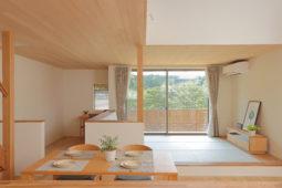 【大津市/新築】畳リビングでゆったり過ごす、景色を楽しむ吹抜けのお家